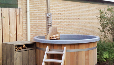 Luxury hottub met interne houtkachel